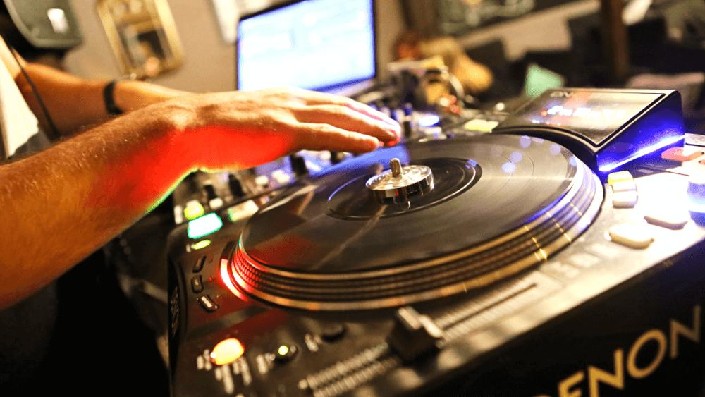 prestation-Dj-Mix-soirée-privée-anniversaire-seminaire-prestations